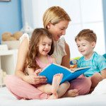 mom children reading